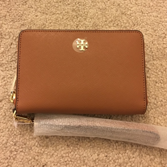 e228b0295d39 Tory Burch Robinson Zip-Around Smartphone Wristlet