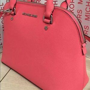 25b886025681 Michael Kors Bags - Sale! Michael Kors Coral Cindy Purse NWOT