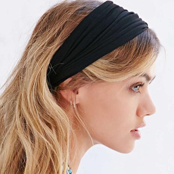 ❗️LAST CHANCE Urban Outfitters Black Headband! 9cce361e933