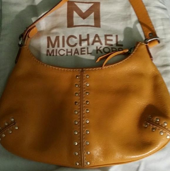 b86b392ac4ac96 MICHAEL KORS vintage small hobo style handbag. M_57348c5cb4188e379c008104