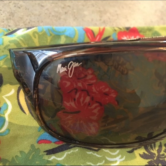 86b2ed22856 Maui Jim Island Time Polarized Wrap Sunglasses. M 5734ab10522b45fca200487a