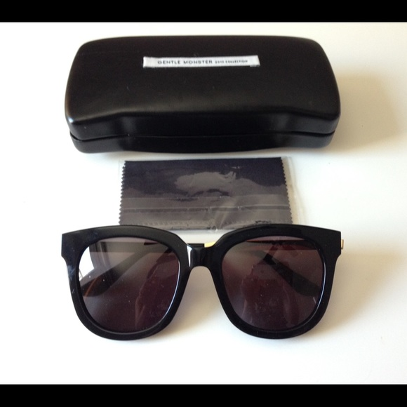 1ab01110d031 Gentle Monster Absente Sunglasses in black