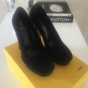 FENDI BLACK SUEDE PUMPS SZ 40