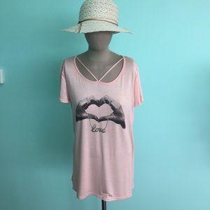 Boutique Tops - 🎉Host Pick🎉Boutique Pink Love Shirt