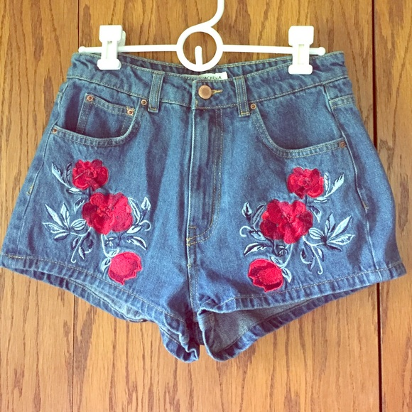 Rose Embroidered Shorts abff38728523