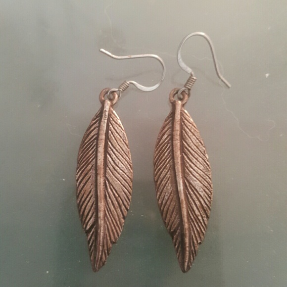 Jewelmint Jewelry - Metal leaf earrings. New. JEWELMINT Collective