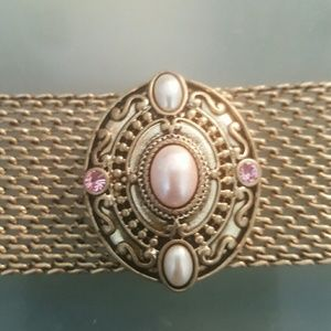 Jewelmint Jewelry - Gold metal bracelet with pink and white pearls