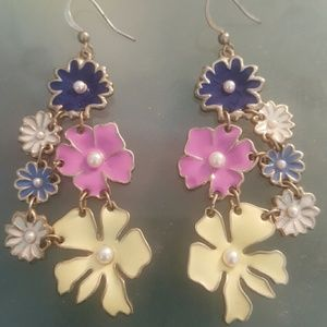 Jewelmint Jewelry - Flower earrings