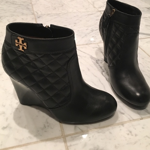 b6a0e598e805 Authentic Tory Burch Leila quilted wedge booty. M 5735073d291a359bfc00dc0d
