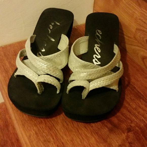 Skechers Poolsiders  - Brand New in Box - Size 5