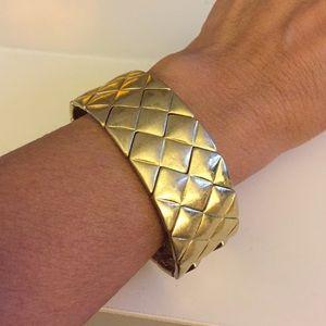Jewelry - Gold tone cuff bracelet