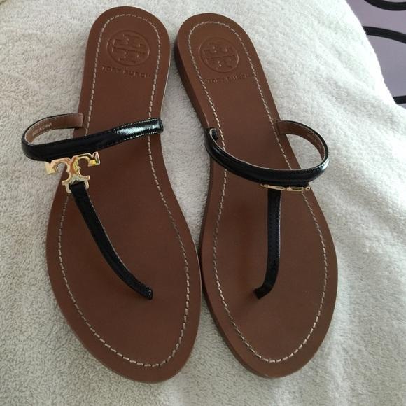 db613a91580c5e Tory Burch T logo flat thong sandal. M 5735b1296d64bc0f3b02547a