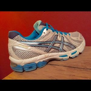asics Shoes - Women's Asics Shoes! Size 7.5! ❤️