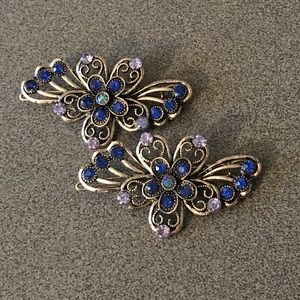 Accessories - Matching pair of rhinestone hair clips