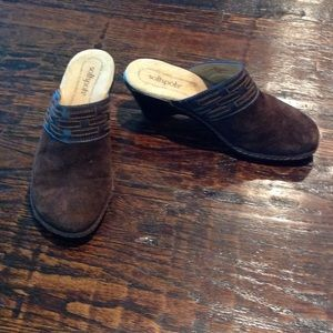 Like new Softspots brown suede wedges