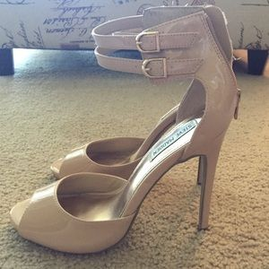 Steve Madden Shoes - Nude patent open toe heel 🚩 Summer Style!