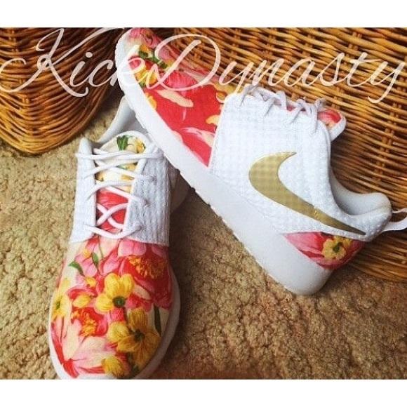 brand new 827c9 8b0a1 Custom Nike Roshe Run Floral Gold White. M 5736c6b5713fde3754041cfb