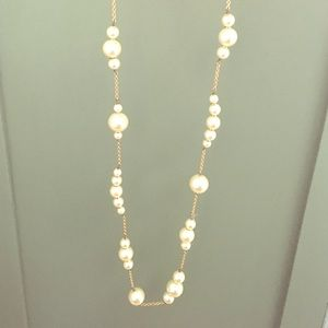 Long pearl and gold necklace.