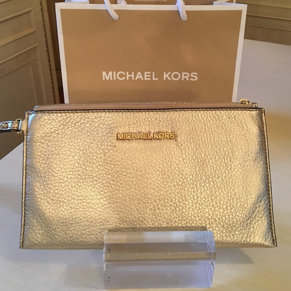 18ad848a460 Michael Kors Bags | Nwt Bedford Gold Large Zip Clutch | Poshmark