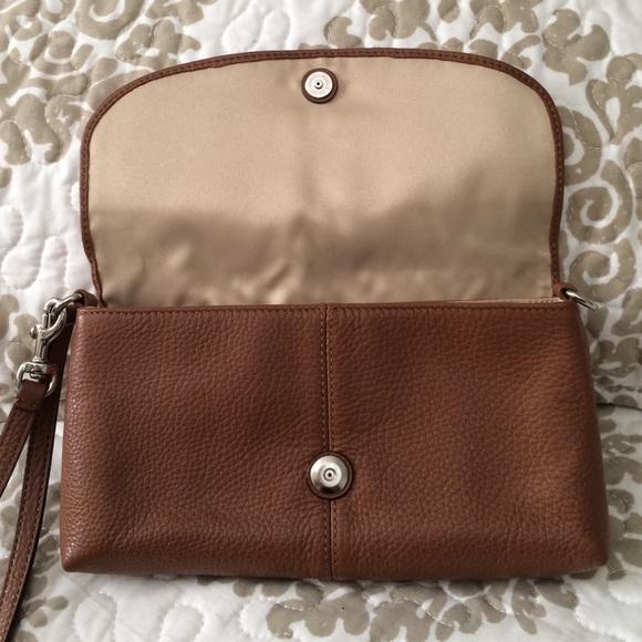 60 Off Coach Handbags Gorgeous Leather Coach Clutch