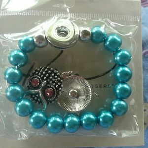CUTE LITTLE BRACELET WITH EXTRA SNAP IN OWL CHARMS