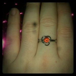 Jewelry - Super cute ring size 6.