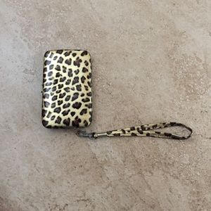 Accessories - Leopard print 4/4s wallet/phone case