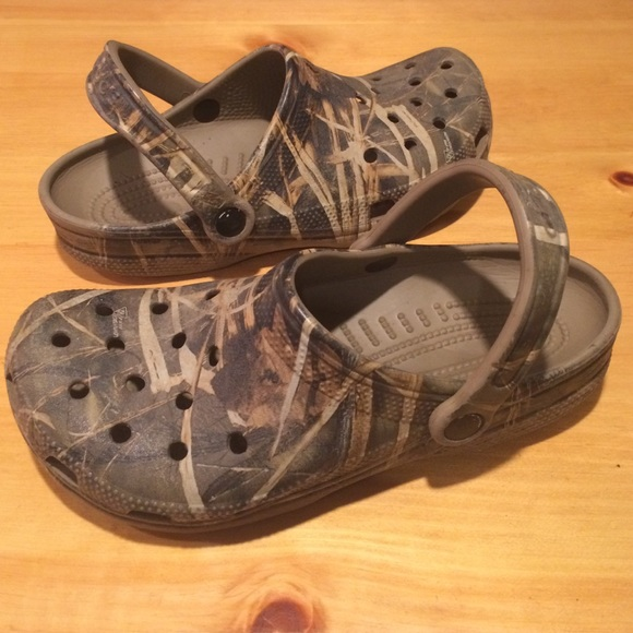 8f74490cb19d crocs Other - Men s size 6 Camouflage Crocs Slip On Shoes