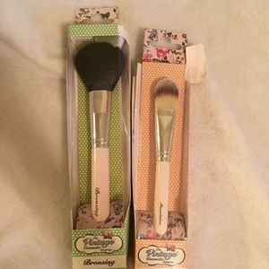 Two BRAND NEW Vintage Cosmetic Company Brushes