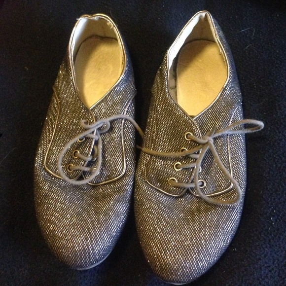 bb01d425eb Gold Sparkly Glitter Saddle Shoes. M 5737b375c28456f13100eac4