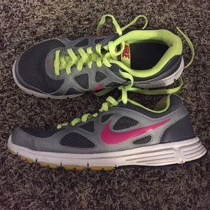 74 nike shoes nike womens 9 5 tennis shoes grey