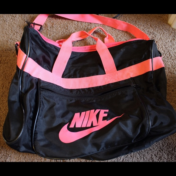 Old school Nike duffle bag. M 5737df3cfbf6f97188013908 1ceb0a0734be1