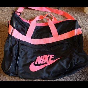 Nike Bags - Old school Nike duffle bag 97711f84fe65e