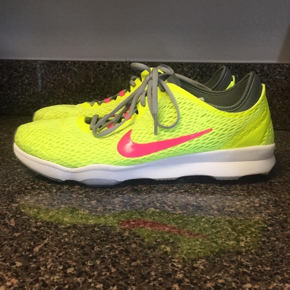 le scarpe nike formazione zoom in giallo neon poshmark