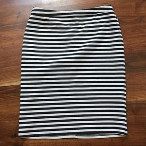 Tinley Road Dresses & Skirts - Tinley Road Black & White Striped Skirt Size Small