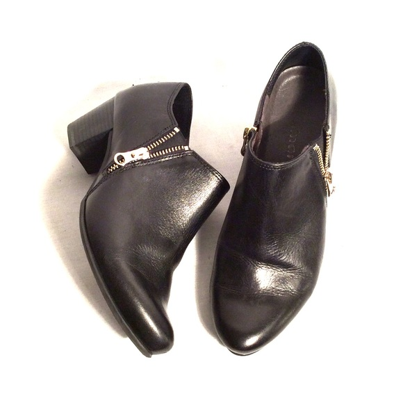 NIB Tamaris Navy Perforated Leather Ankle Boot NWT