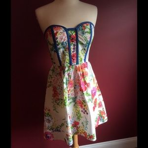 Kandy kiss Dresses & Skirts - Kandy kiss floral strapless sundress