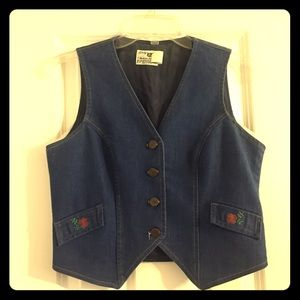 Vintage denim cowgirl vest with flowers!
