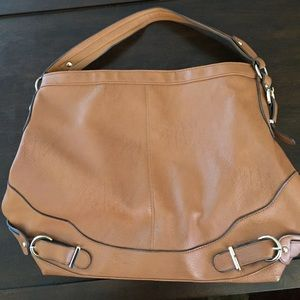 Vegan leather tan tote. Perfect for the beach