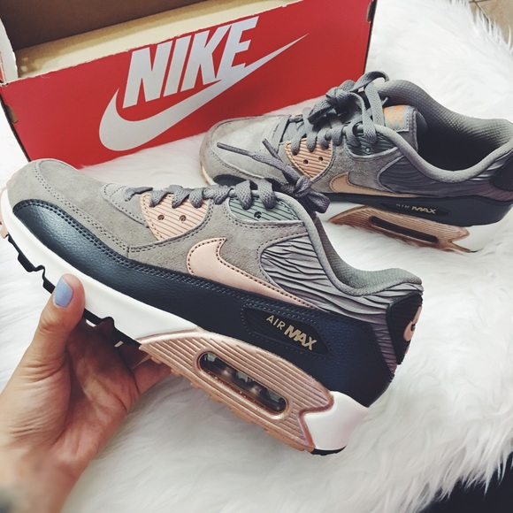 purchase cheap 4c831 28c6b Women s Nike Air Max 90 Leather