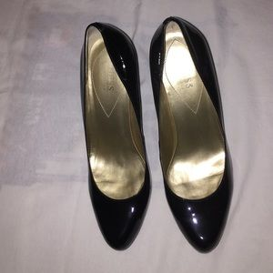 Guess by Marciano Shoes - Black patent leather Guess heel!