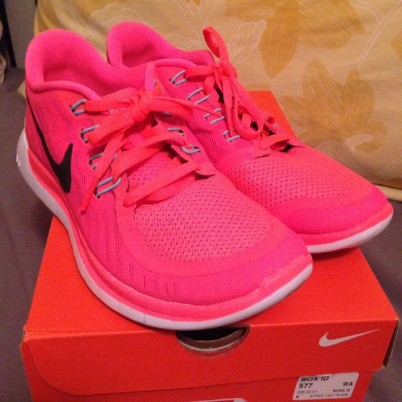 f0e0a00f650 Neon coral Nike Flex RN 4 🔥 price drop! 🔥. M 57393f2956b2d67212019b3b