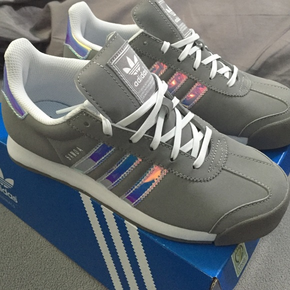 Adidas zapatos GRIS holographic Samoa poshmark