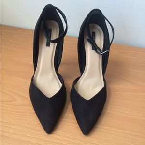 NEW black suede ankle strap pointed toe heel pumps