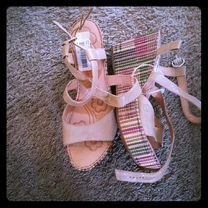 Shoes - Born wedge heel shoes