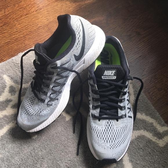 Nike: Women's Zoom Pegasus 32 running shoes
