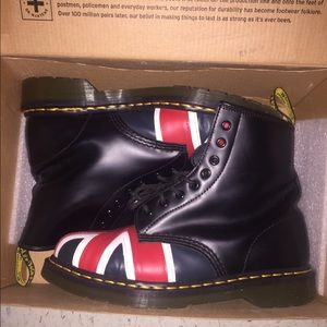 This is a used Union Jack 8 Eye Boot Dr. Martens