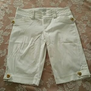Cache Pants - White Stretchy Shorts