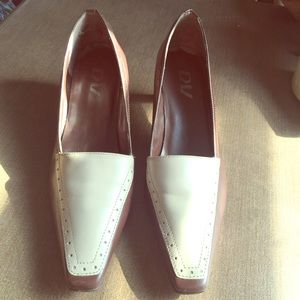 Cream and chocolate brown short heel pumps leather
