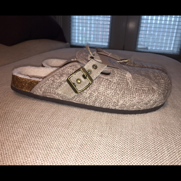 AE BRAND NEW Cable Knit Clogs ADORABLE! Boutique